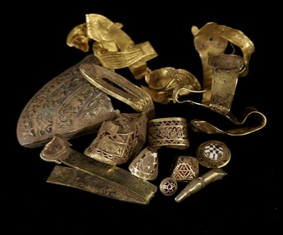 Nearly 90 pieces of gold silver found in English historical site