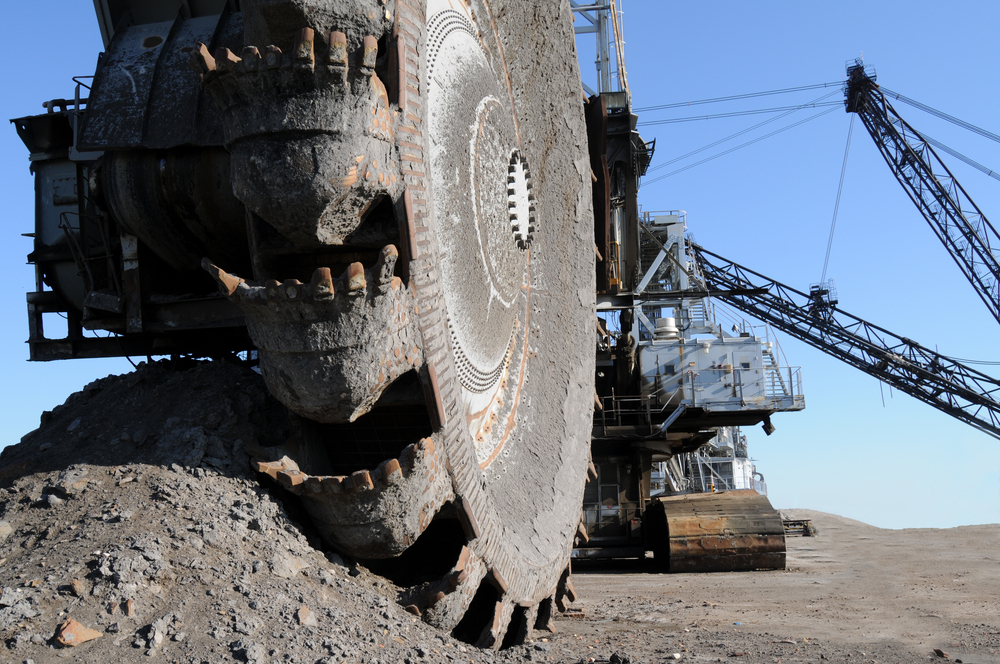 suncor_slashes_spending_billion