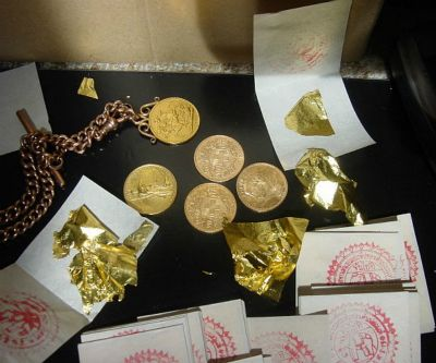 Gold price consolidates recent gains