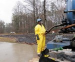 cleaning up arkansas oil spill