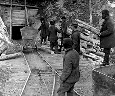Gold mining at former Stalin prisoners' camps in Russia still attracts hundreds