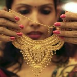 India considers buying gold from citizens to ease rupee crunch