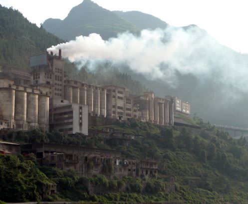 China to shut four coal plants