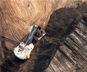 Using natural gas to mine for oil sands
