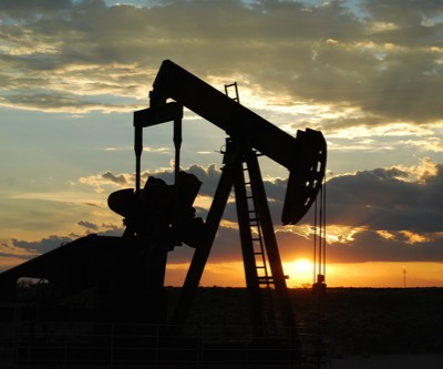 US oil output to reach near record high in 2016