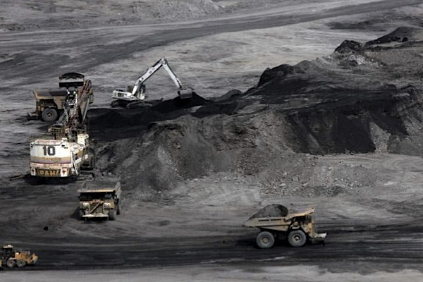 Colombia's coal output down 4% in 2013 due to strikes, rebel attacks