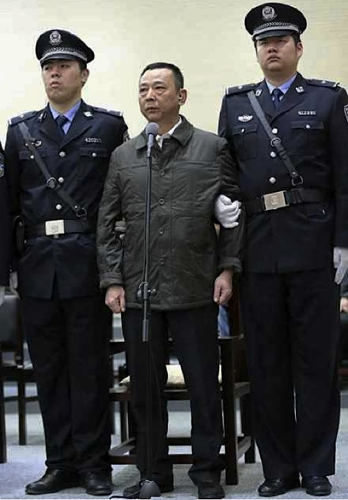 Former mining tycoon goes on trial over mafia gang in China