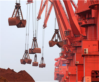 Iron ore price hits record low
