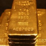 Gold price falls back into red for 2015