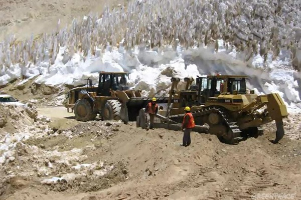 Canadian firms sue Barrick over divisive Pascua-Lama project