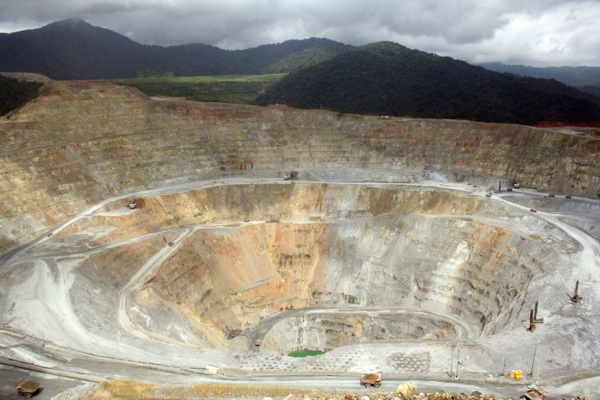 Indonesia to revoke Newmont license unless resumes output, lifts lawsuit