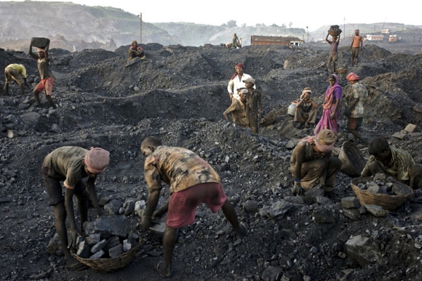 India's top court cancels over 200 coal licences