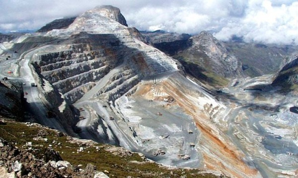 Imminent strike at Peru's largest copper mine supports price