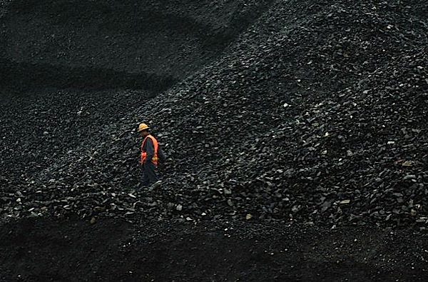 Glencore mulls shutting down South African coal mines, lay offs
