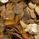 Divers find 'priceless' hoard of Arab gold coins