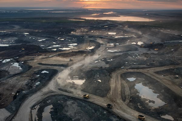 Oil sands expansion and carbon reduction policies are mutually exclusive: report