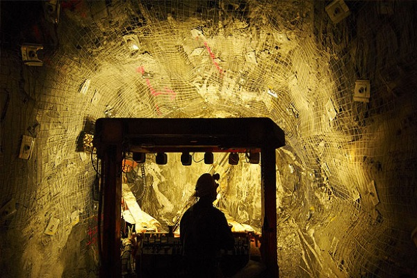 About 10% of global gold output being produced at a loss