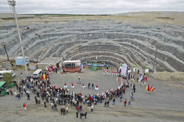 Alrosa's biggest diamond mine goes underground