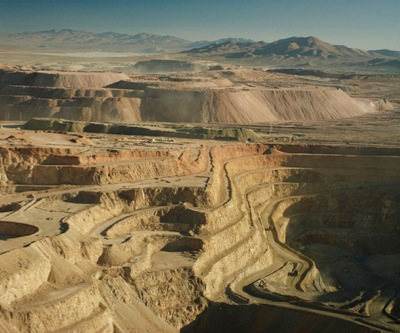 Barrick on track to cut debt $3 billion this year