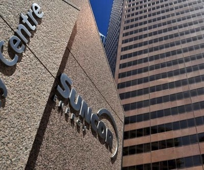 Regulator to weigh on Suncor attempts to take over Canadian Oil Sands