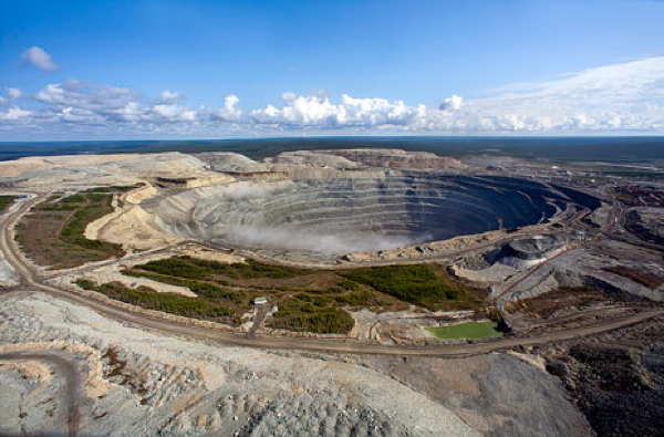 Alrosa's revenue down in Q3 as sales almost halved