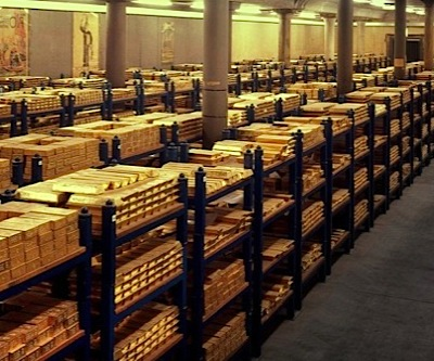 Gold recovers, but still heading for third-straight year of losses