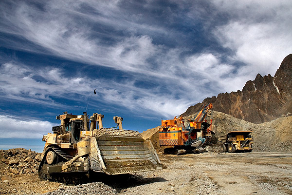 Teck Resources to axe 1,000 jobs, lowers dividend