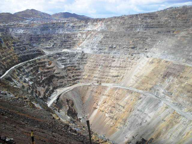 Giant mine pit 'swallowing' 400-year-old Peruvian town