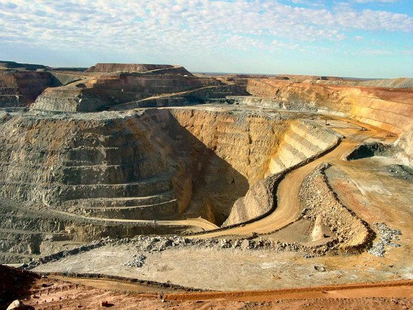 Higher US dollar and lower fuel costs mean more profits for Australian miners - mining site photo