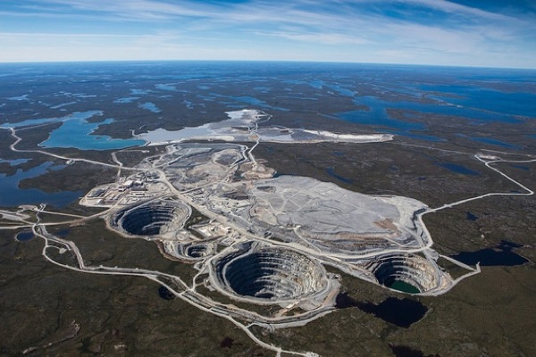 Dominion Diamond chairman steps down, replaced by De Beers veteran