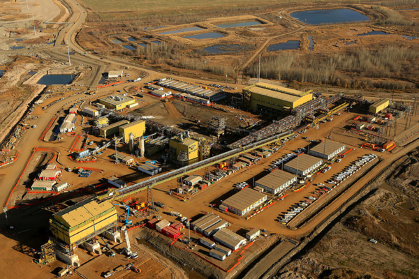Suncor not ruling out sweeting offer for Canadian Oil Sands