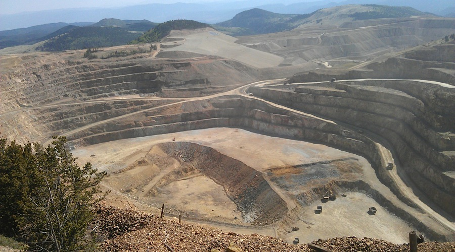 AngloGold Ashanti digs itself out of debt
