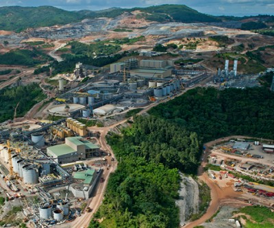 Barrick throws off cash first time in four years