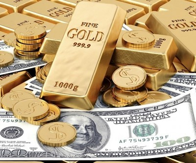 Gold prices hit 4-week-low retreat as dollar strengthens