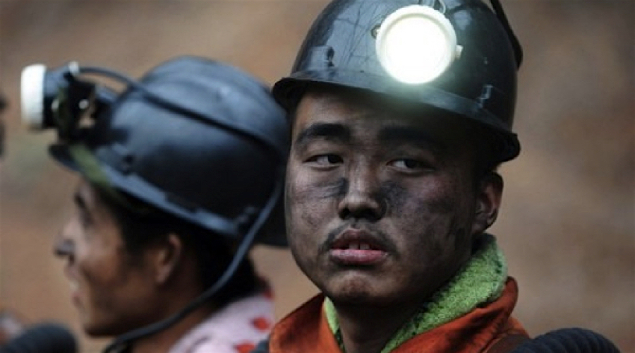 Chinese coal miners to work less hours this year in bid to reduce supply glut