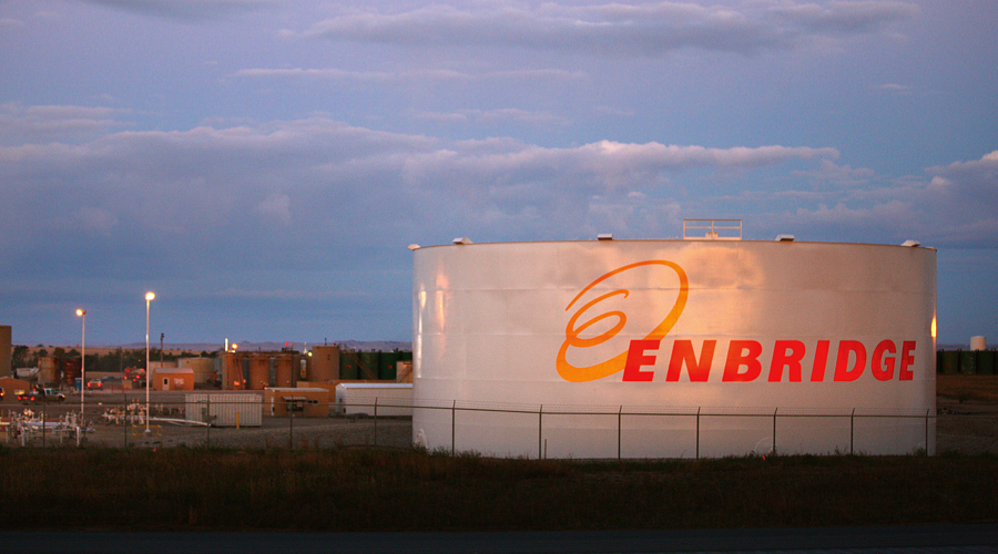 Enbridge back in the black as oil shipments rise