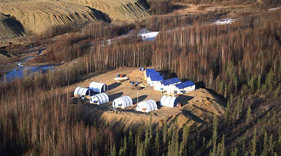Goldcorp output drops 32%