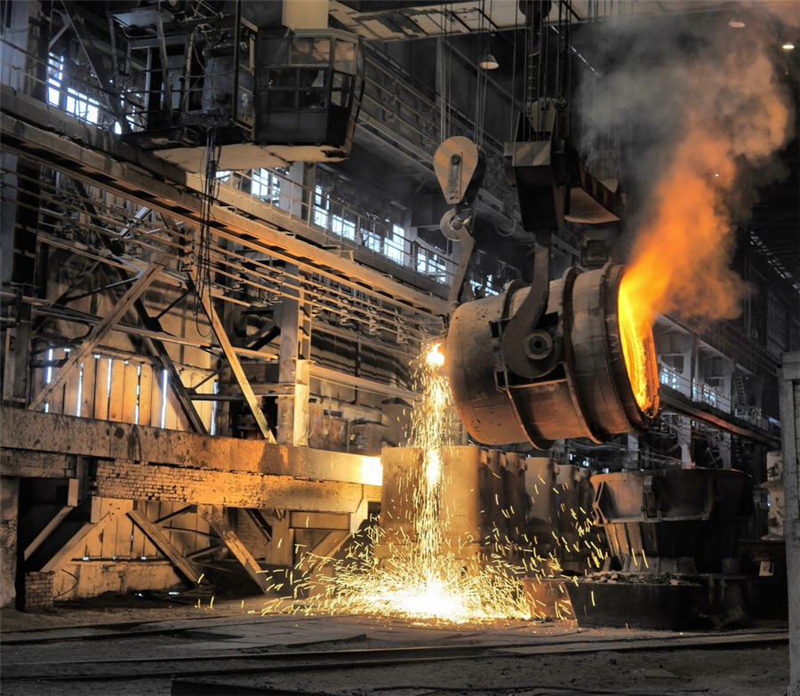 Global steel output falls back