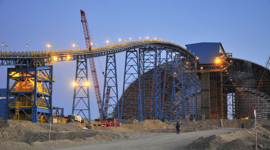 Oyu Tolgoi copper, gold production drops