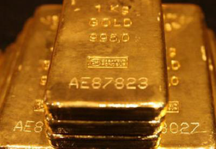 Top forecaster lowers gold price forecasts
