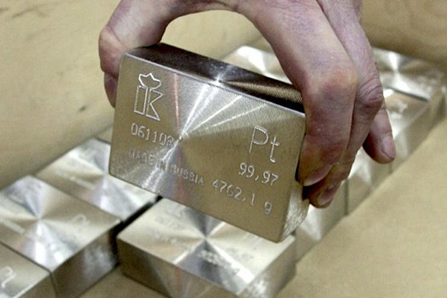 Platinum price falls close to triple digits