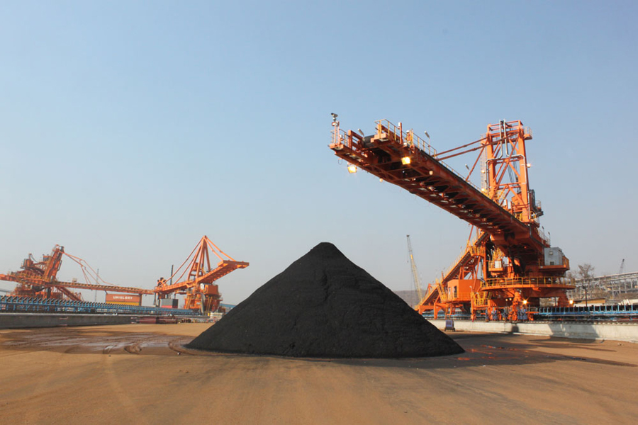 Coking coal price slides to 8-month low