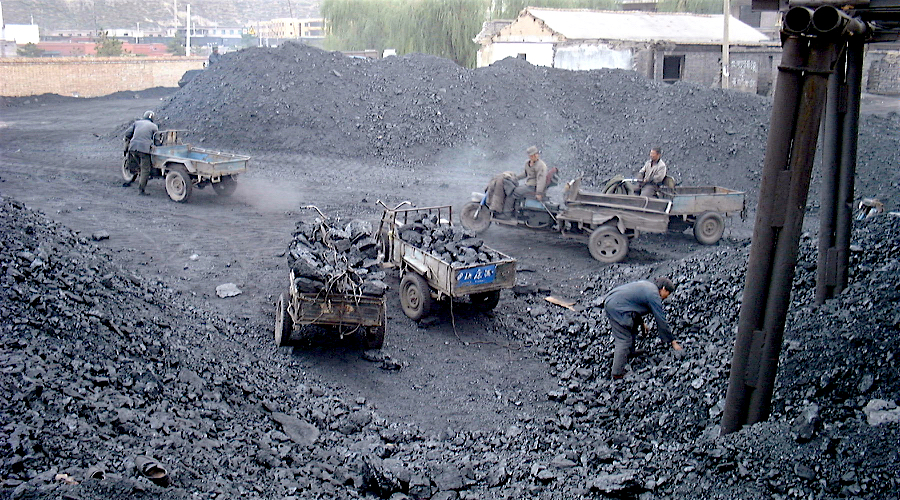 China April coal output falls to 8-mth low as mine safety checks bite