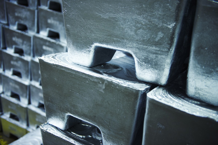Zinc price builds on 2019 rally as stocks reach only 2 days consumption