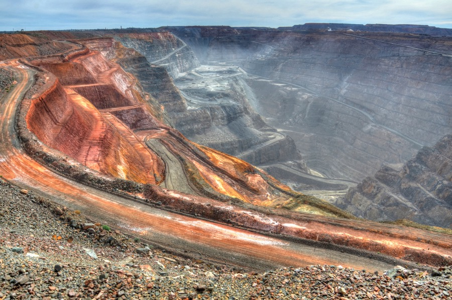Chinese race to grab Barrick's stake in Super Pit hits roadblock