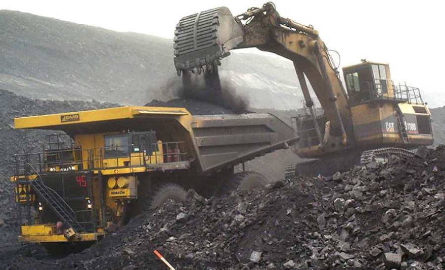 Photo of coal loading by Grande Cache Coal.