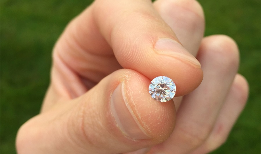 A round-cut, flawless diamond. Source: Paul Zimnisky