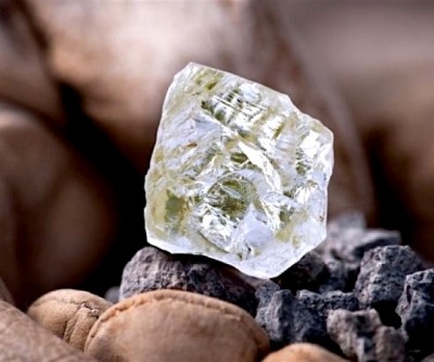 Exhibition of Diavik-mined giant, uncut Foxfire diamond extended a week