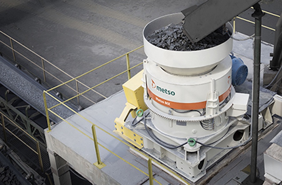 The key benefit of the Metso patented Multi-Action technology is the easy under-load setting adjustment and wear compensation without having to stop the process.