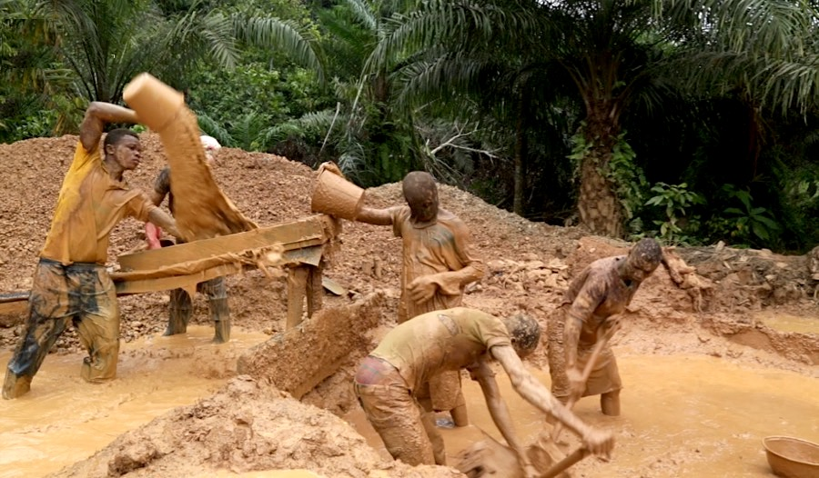 Ghana mine collapses, 14 trapped underground